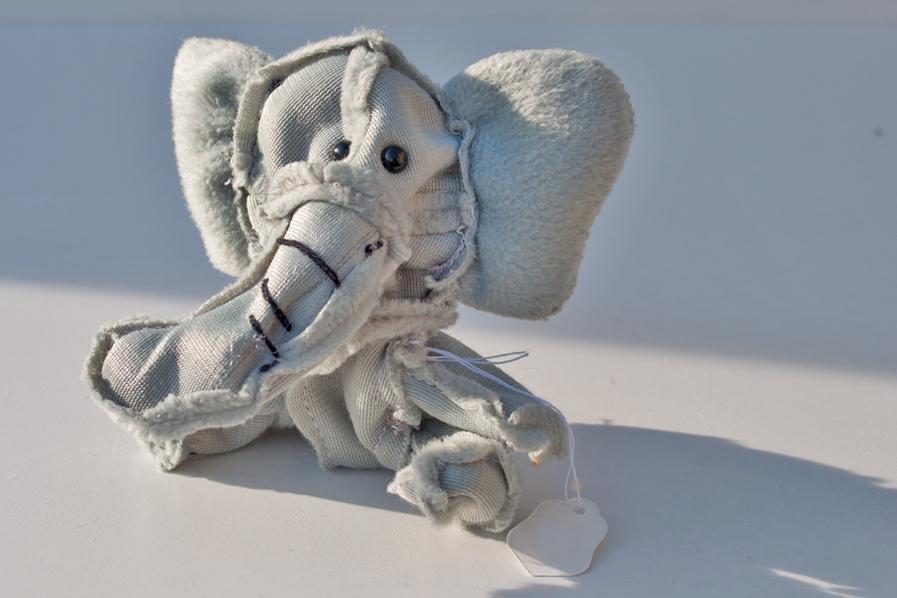 Elefant_ ⓒTanja Maria Ernst_ second-hand-Wendetier_2012