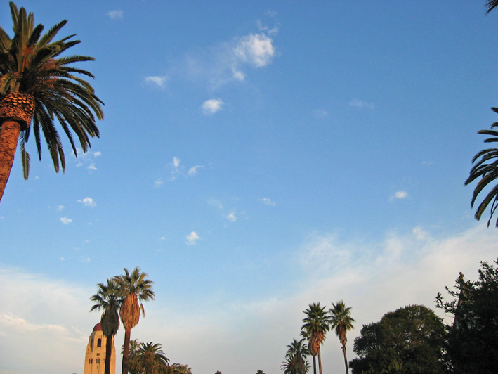 Stanford University Quad Sky_ ⓒ Jawed_ Quelle Wikimedia